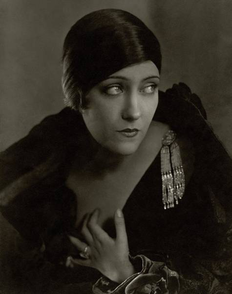 Gloria Photograph - Gloria Swanson Wearing A Pin by Edward Steichen