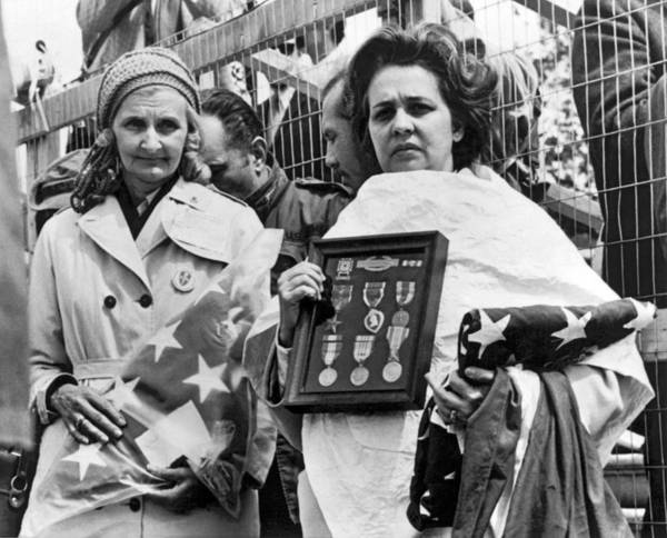 Wall Art - Photograph - Gold Star Mothers Protest War by Underwood Archives