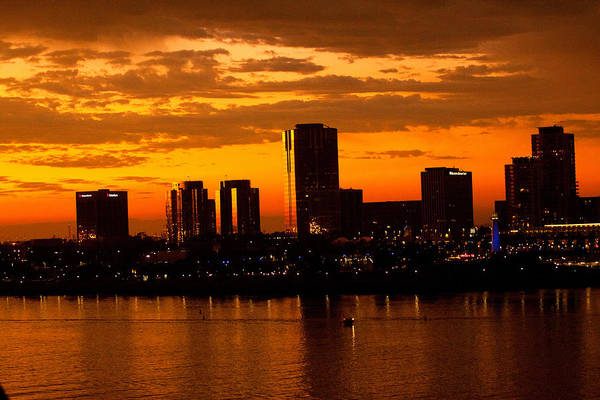 Golden Skys Cloak The Long Beach Skyline Art Print