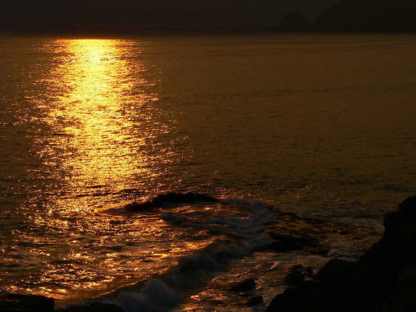 Photograph - Golden Sunset On The Sea by Jeff Lowe