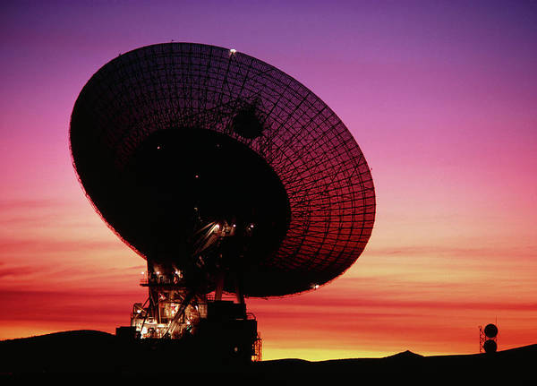 Satellite Dish Photograph - Goldstone Satellite Tracking Station by Peter Menzel/science Photo Library