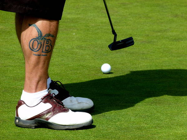 Photograph - Golfer Putting by Jeff Lowe