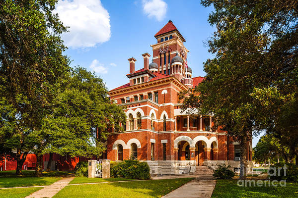 Wall Art - Photograph - Gonzales County Courthouse In 100f - Summer In Texas by Silvio Ligutti