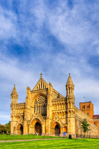 Photograph - Gothic Face Of St Albans Abbey Reaching Skyward by Mark Tisdale
