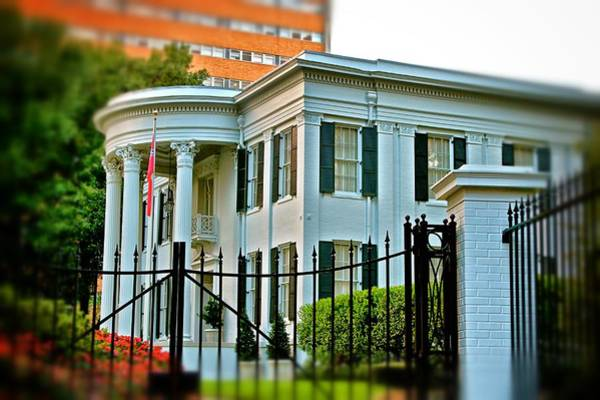 Photograph - Governor's Mansion by Jim Albritton