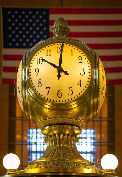 Grand Central Terminal Wall Art - Photograph - Grand Central Clock by Inge Johnsson