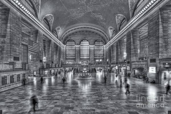 Photograph - Grand Central Terminal Iv by Clarence Holmes