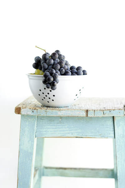 Colander Wall Art - Photograph - Grapes In Strainer by Noémi Hauser