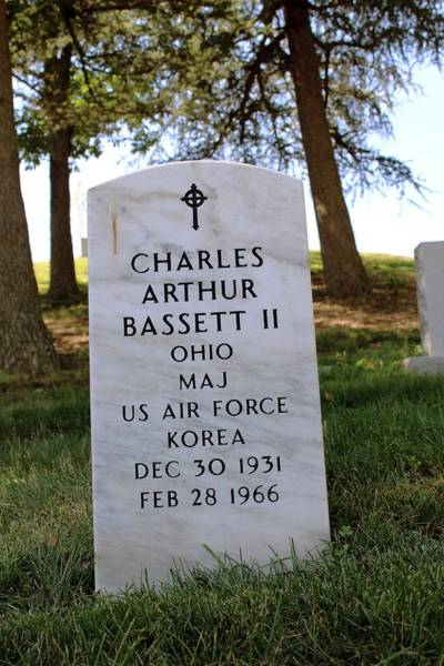 Arlington County Photograph - Grave Of Charles Bassett by Peter Bassett/science Photo Library
