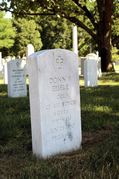Arlington County Photograph - Grave Of Donn Eisele by Peter Bassett/science Photo Library