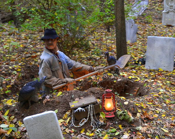 Grave Robbers Wall Art - Photograph - Grave Robber Halloween by Linda Rae Cuthbertson