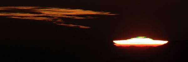 Astronomical Twilight Photograph - Green Flash At Sunset by Babak Tafreshi/science Photo Library