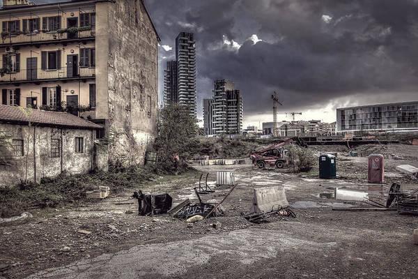 Photograph - Grunge Cityscape by Roberto Pagani
