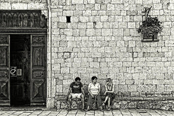Photograph - Grunge Talk by Roberto Pagani
