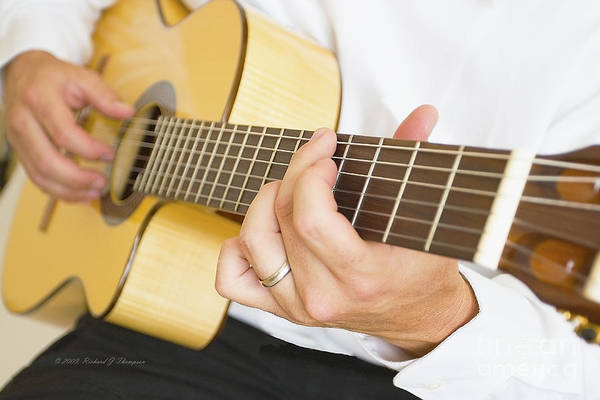 Photograph - Guitarist by Richard J Thompson