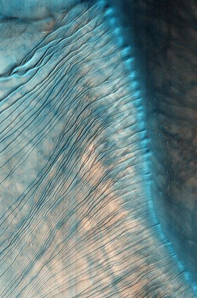 Gully Photograph - Gullies On A Martian Sand Dune by Nasa/jpl/university Of Arizona/science Photo Library