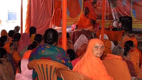 Photograph - Guru Recitation - Kumbhla Mela - Allahabad India by Kim Bemis