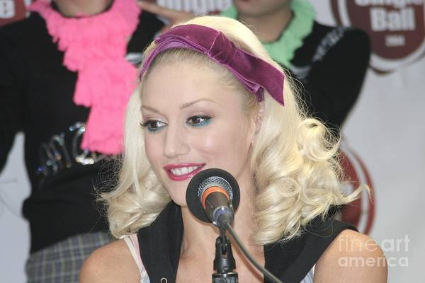 Gwen Stefani Photograph - Singer Gwen Stefani by Concert Photos