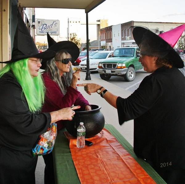 Moberly Photograph - Haggeling Witches Of Crafters Choice by Kathy Cornett