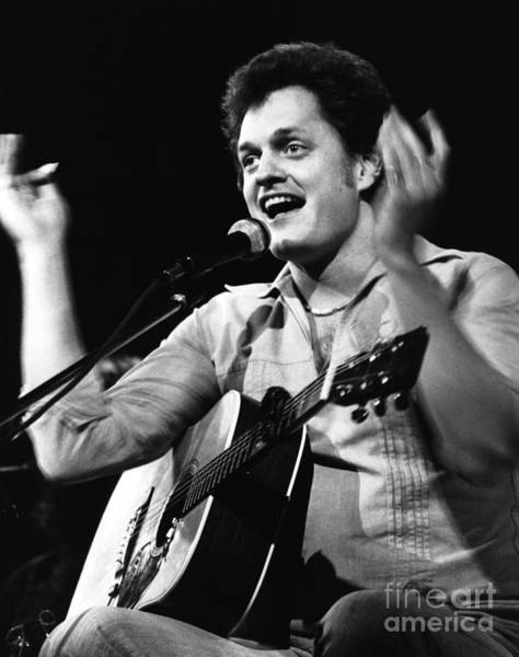 Harry Chapin 1977 Art Print by Chris Walter