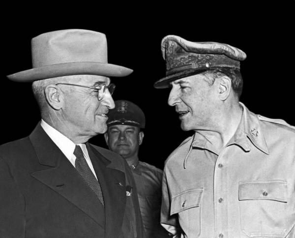 Wake Up Photograph - Harry Truman And Macarthur by Underwood Archives