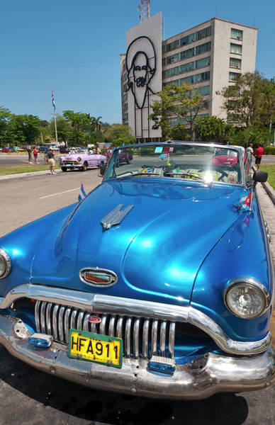 American Revolution Photograph - Havana, Cuba, Old Classic American Cars by Bill Bachmann