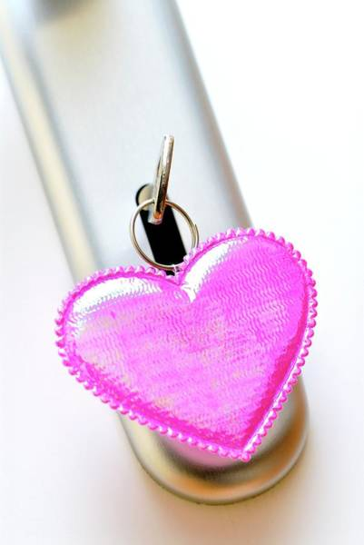 Pendant Photograph - Heart-shaped Keyring by Bildagentur-online/ohde/science Photo Library