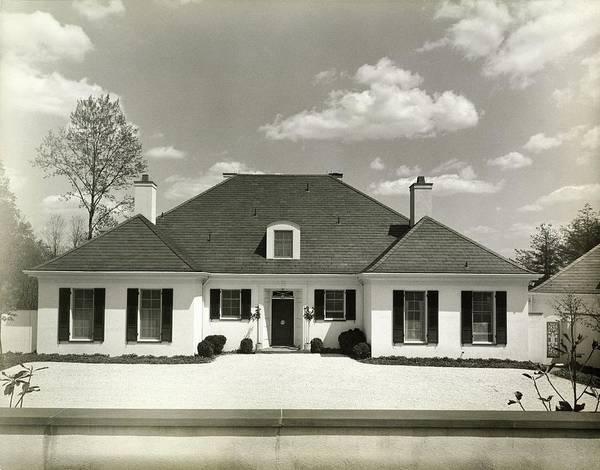 Front Yard Photograph - Herbert W Klotz House In Mclean by Tom Leonard
