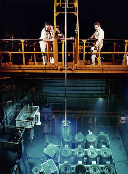 Oak Ridge National Laboratory Photograph - High Flux Isotope Reactor by Union Carbide Corporation's Nuclear Division, Courtesy Emilio Segre Visual Archives, Physics Today Collection/american Institute Of Physics
