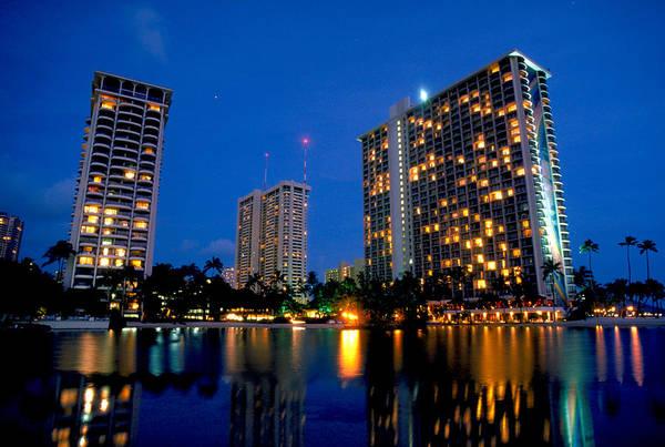 Ohau Wall Art - Photograph - Hilton Hotel In Honolulu by Carl Purcell