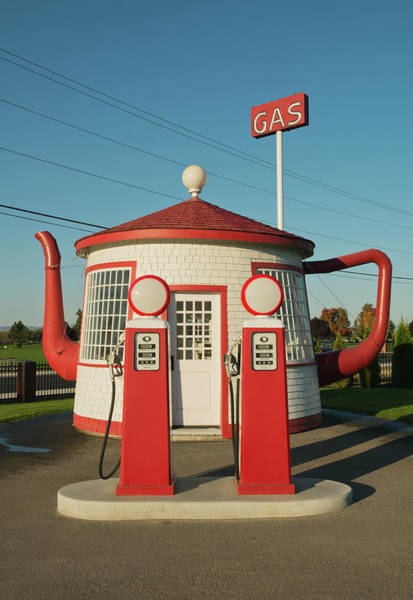 Teapot Photograph - Historic Teapot Gas Station by Kevin Schafer