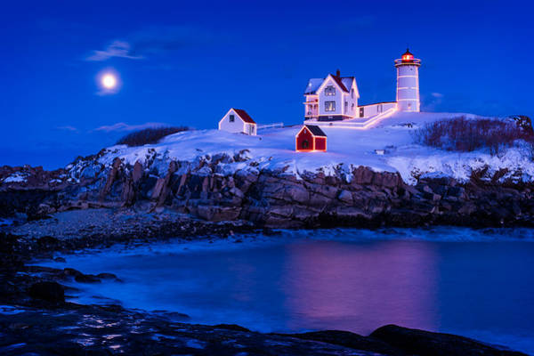 Maine Wall Art - Photograph - Holiday Moon by Michael Blanchette