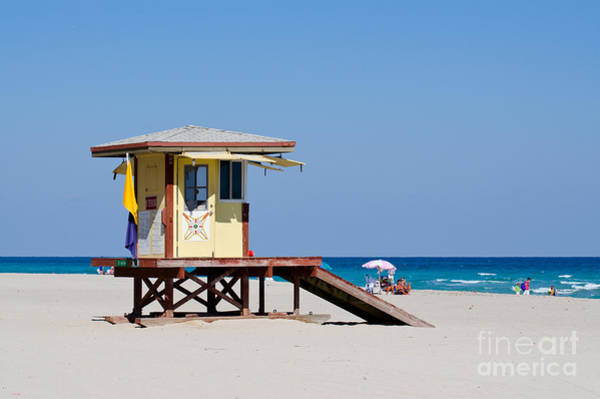 Photograph - Hollywood Beach Lifeguard Station by Les Palenik