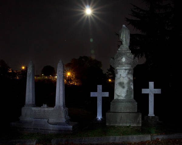 Photograph - Hollywood Cemetery Moon Burst by Jemmy Archer