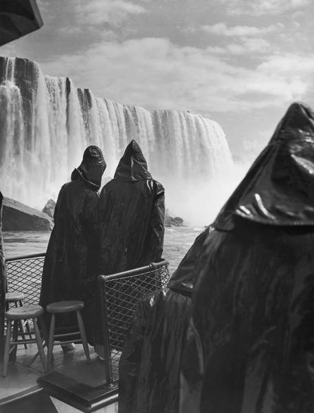 The Maid Photograph - Honeymooners At Niagara Falls by Underwood Archives