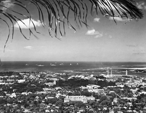 Wall Art - Photograph - Honolulu From The Punch Bowl by Underwood Archives