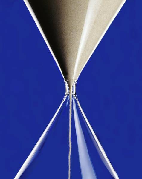 Wall Art - Photograph - Hourglass by Patrick Llewelyn-davies/science Photo Library