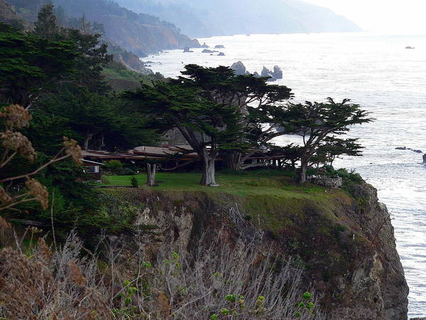 Photograph - House On A Cliff by Jeff Lowe