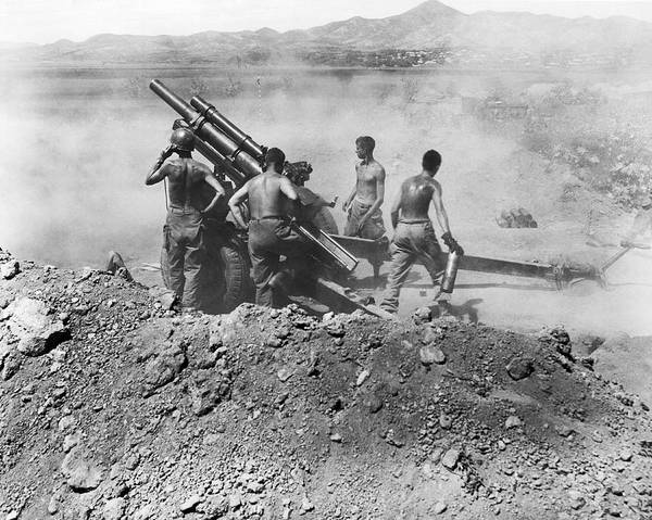 Marine Corps Photograph - Howitzer Shelling In Korea by Underwood Archives