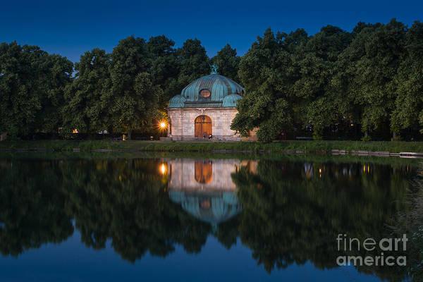 Photograph - Hubertusbrunnen by John Wadleigh