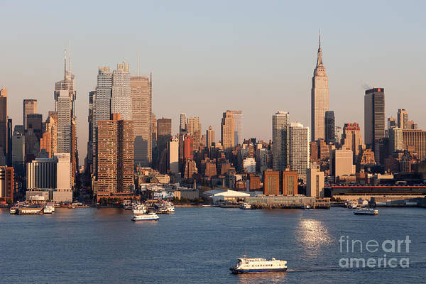 Photograph - Hudson River And Manhattan Skyline I by Clarence Holmes