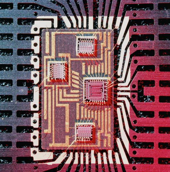Wall Art - Photograph - Hybrid Integrated Circuit Chip by Alfred Pasieka/science Photo Library
