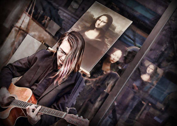 Busker Wall Art - Photograph - Il Chitarrista E La Gioconda by Nikolyn McDonald
