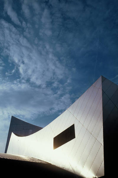 Wall Art - Photograph - Imperial War Museum North by Carlos Dominguez/science Photo Library