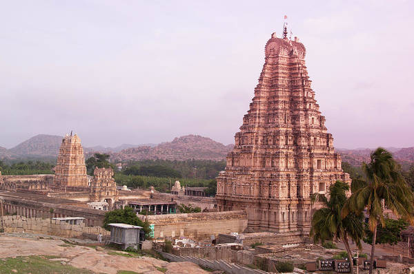 Karnataka Photograph - Inde Temple Hampi by Lissillour