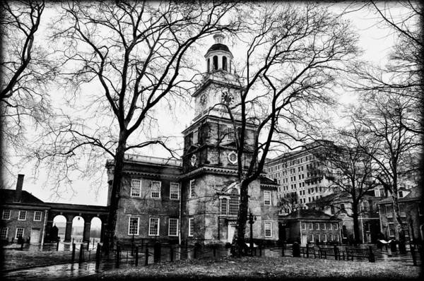 Philly Digital Art - Independence Hall In Black And White by Bill Cannon
