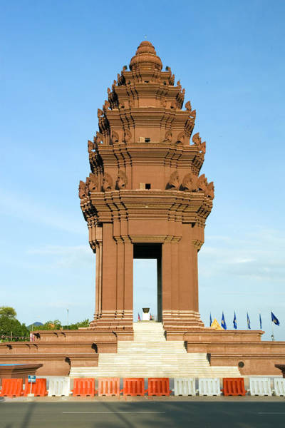 Phnom Penh Photograph - Independence Monument by Artur Bogacki