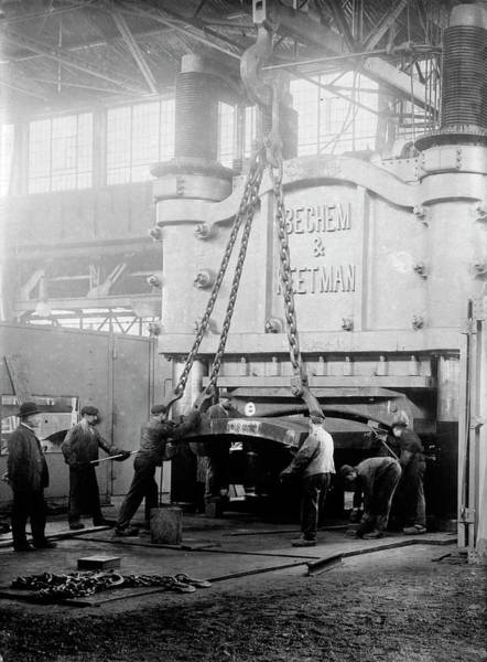 Wall Art - Photograph - Industrial Metal-bending Press by Library Of Congress/science Photo Library