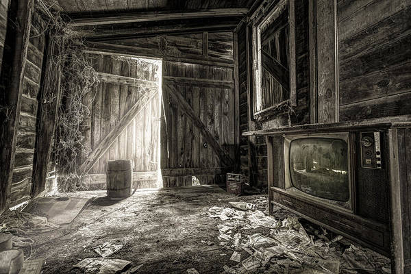 Photograph - Inside Leo's Apple Barn - The Old Television In The Apple Barn by Gary Heller