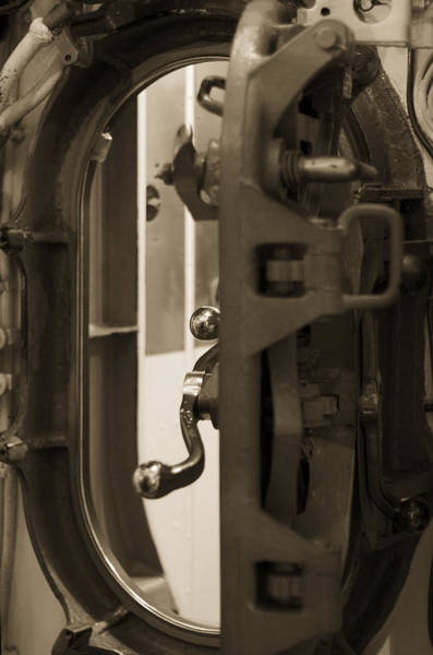 Uss Bowfin Photograph - Internal Door- Uss Bowfin by Douglas Barnard
